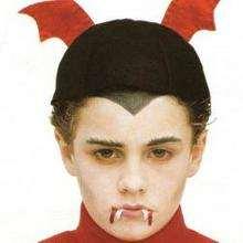 رسم على الوجه خفّاش هالويين