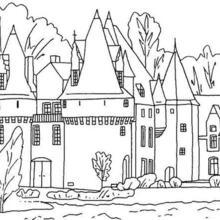 خنادق مائيّة حول القصر